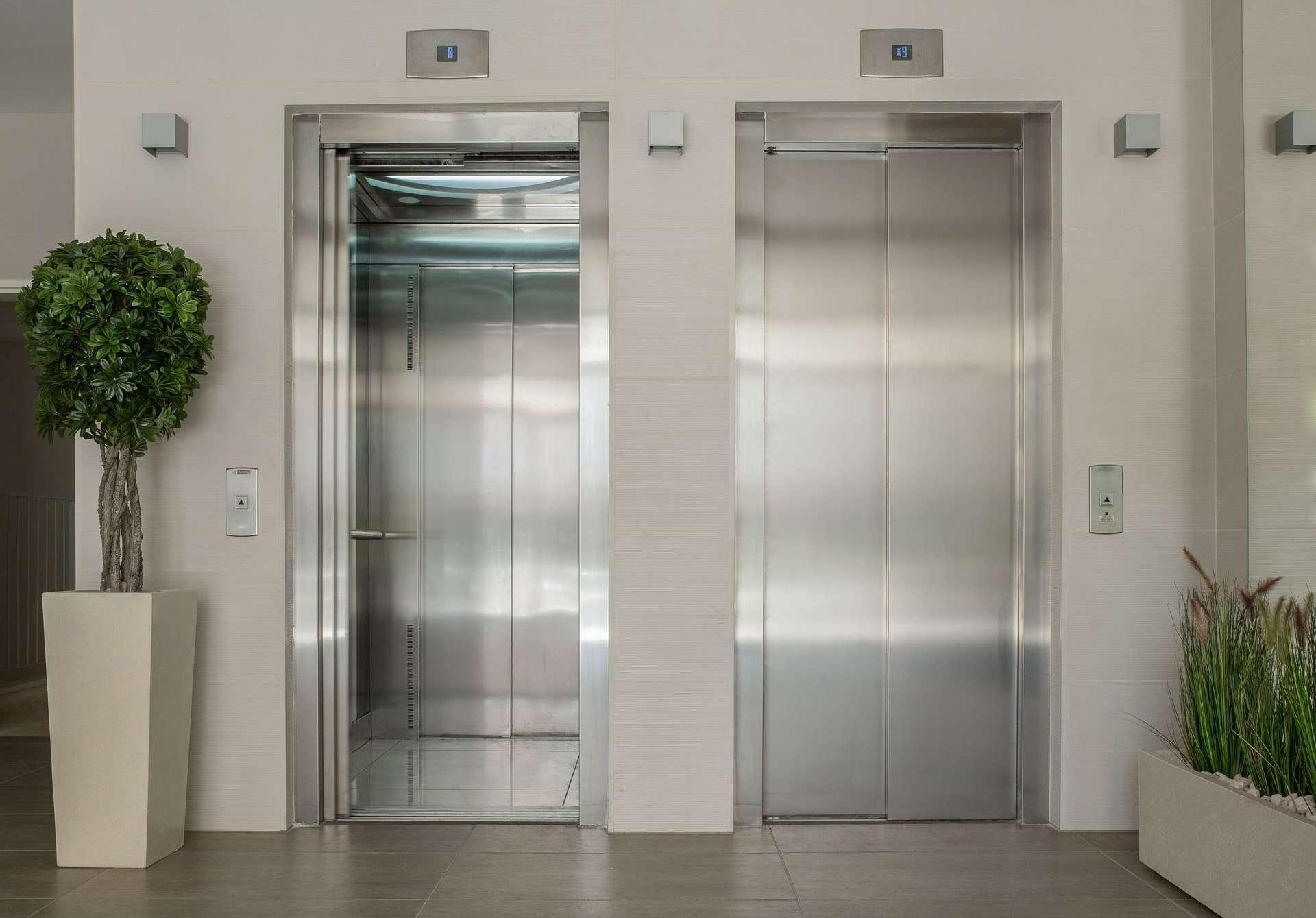 elevators-1756630_1920-min.jpg